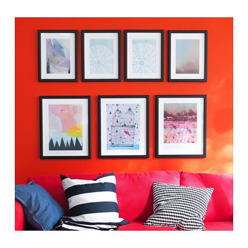 6 semplici modi per appendere le foto alle pareti di casa - Cornici per foto ikea ...